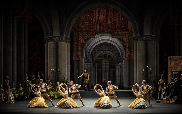 Zurich Ballet in <I>Swan Lake</I>.<br />© Carlos Quezada. (Click image for larger version)