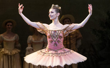 Alina Cojocaru in The Sleeping Beauty.© Foteini Christofilopoulou. (Click image for larger version)