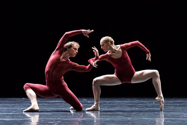 Aidan Gibson and Casey Ouzounis in <I>Neue Suite (Berio 1-2-3)</I>.<br />© Foteini Christofilopoulou. (Click image for larger version)