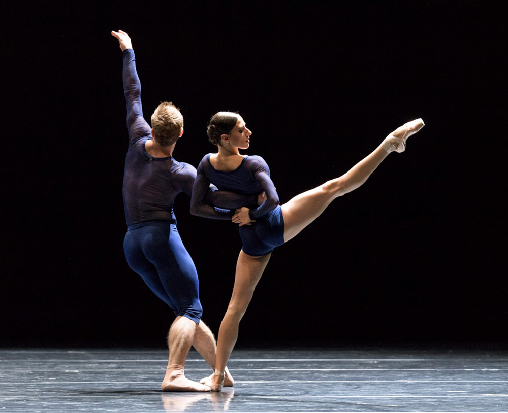 Jenny Laudadio and Jon Vallejo in Neue Suite (Berio 1-2-3).© Foteini Christofilopoulou. (Click image for larger version)