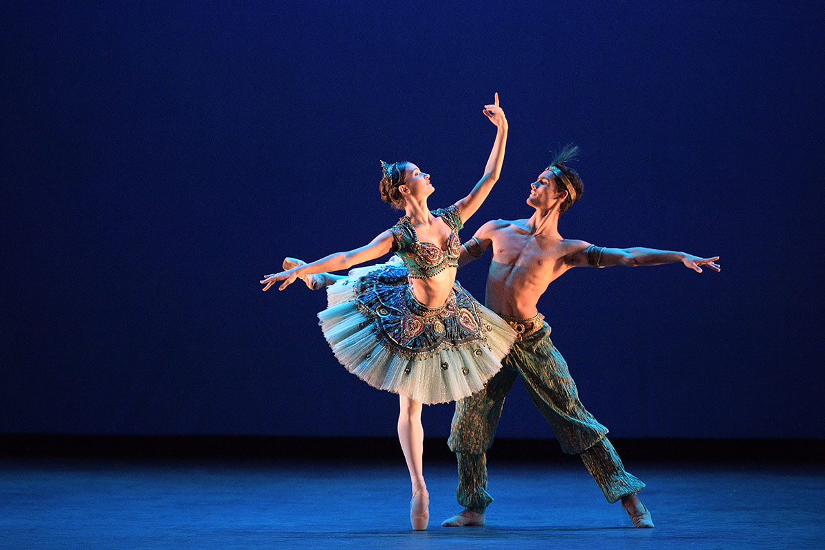 Daniel McCormick and Francesca Velicu performing Le Corsaire.© Laurent Liotardo. (Click image for larger version)