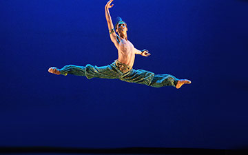 Daniel McCormick, Emerging Dancer Competition winner, performing Le Corsaire.© Laurent Liotardo. (Click image for larger version)