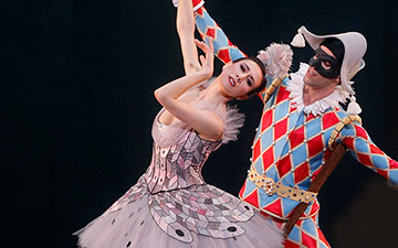 Isabella Boylston and James Whiteside in Harlequinade.© Marty Sohl. (Click image for larger version)