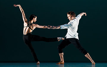 Francesca Hayward and Matthew Ball (The Royal Ballet) in Bach Forms, choreography by Wayne McGregor.© Ravi Deepres. (Click image for larger version)