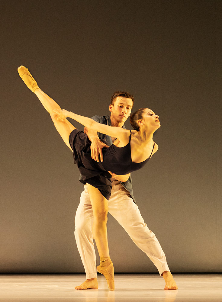James Pett (Company Wayne McGregor) and Beatriz Stix-Brunell (The Royal Ballet) in Bach Forms, choreography by Wayne McGregor.© Ravi Deepres. (Click image for larger version)