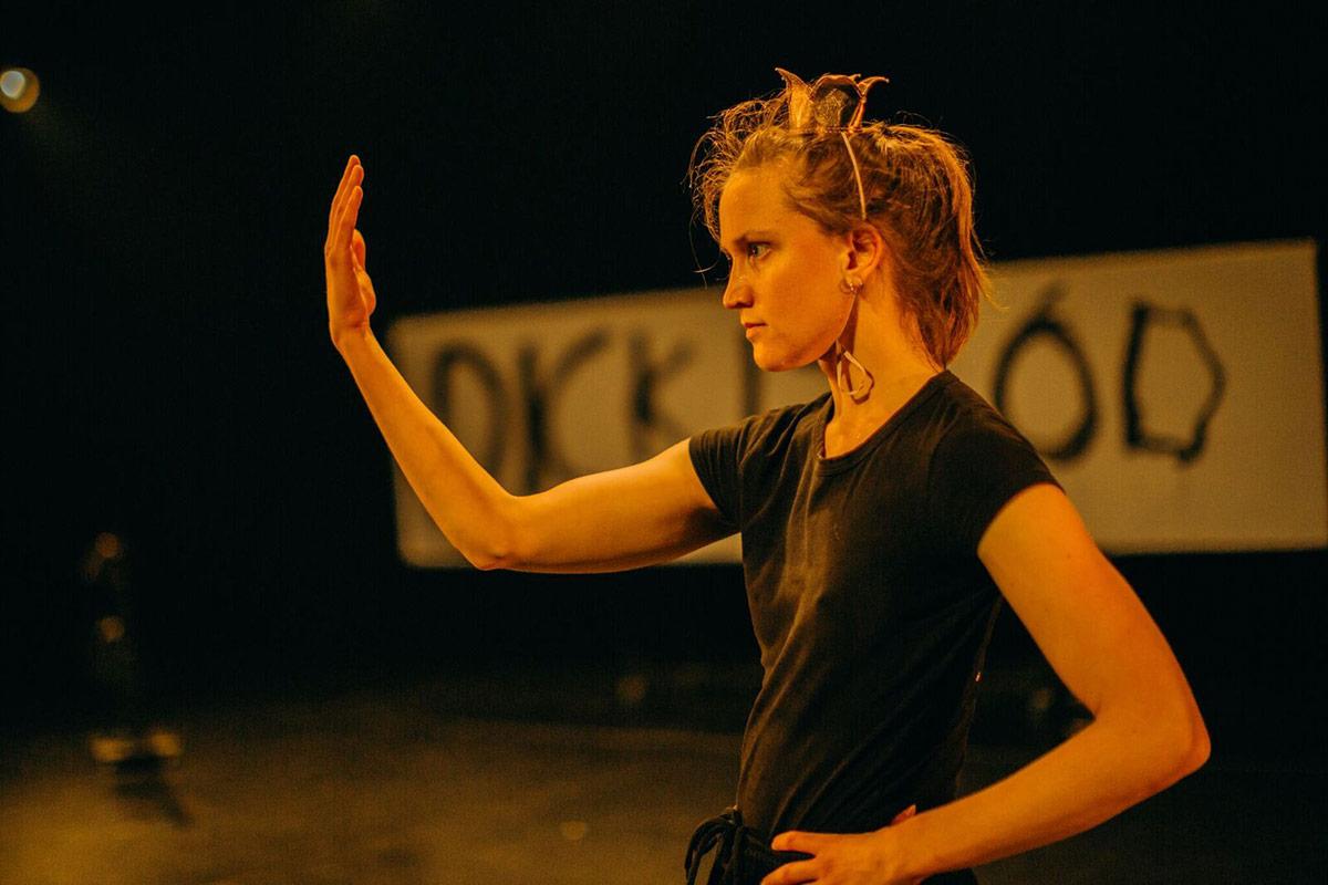 Hilde Ingeborg Sandvold: <I>Dans, for Satan/ (dance, dammit!)</I>.<br />© Tale Hendnes. (Click image for larger version)