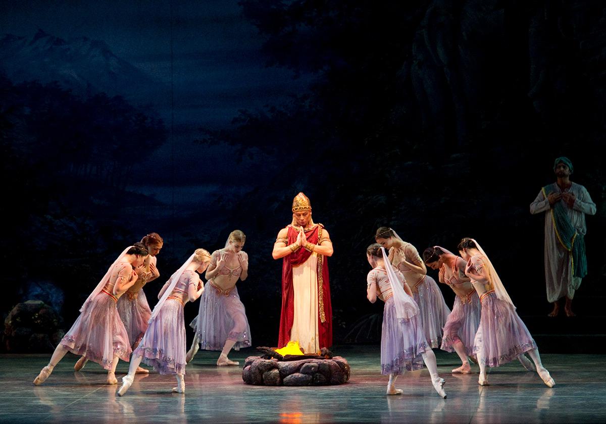 American Ballet Theatre in La Bayadère.© Gene Schiavone. (Click image for larger version)