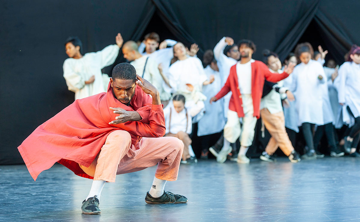 East Wall at the Tower of London - section choreographed by Joseph Toonga featuring East Wall Collective dancer Tyrone Isaac-Stuart, Big Deal Dance and Just Us Collective.© Richard Leahair. (Click image for larger version)