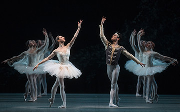 Isabella Boylston and Jeffrey Cirio in La Bayadère.© Rosalie O'Connor. (Click image for larger version)