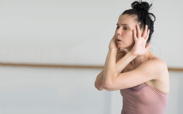 Natalia Osipova in in the studio preparing for Pure Dance.© Alastair Muir. (Click image for larger version)