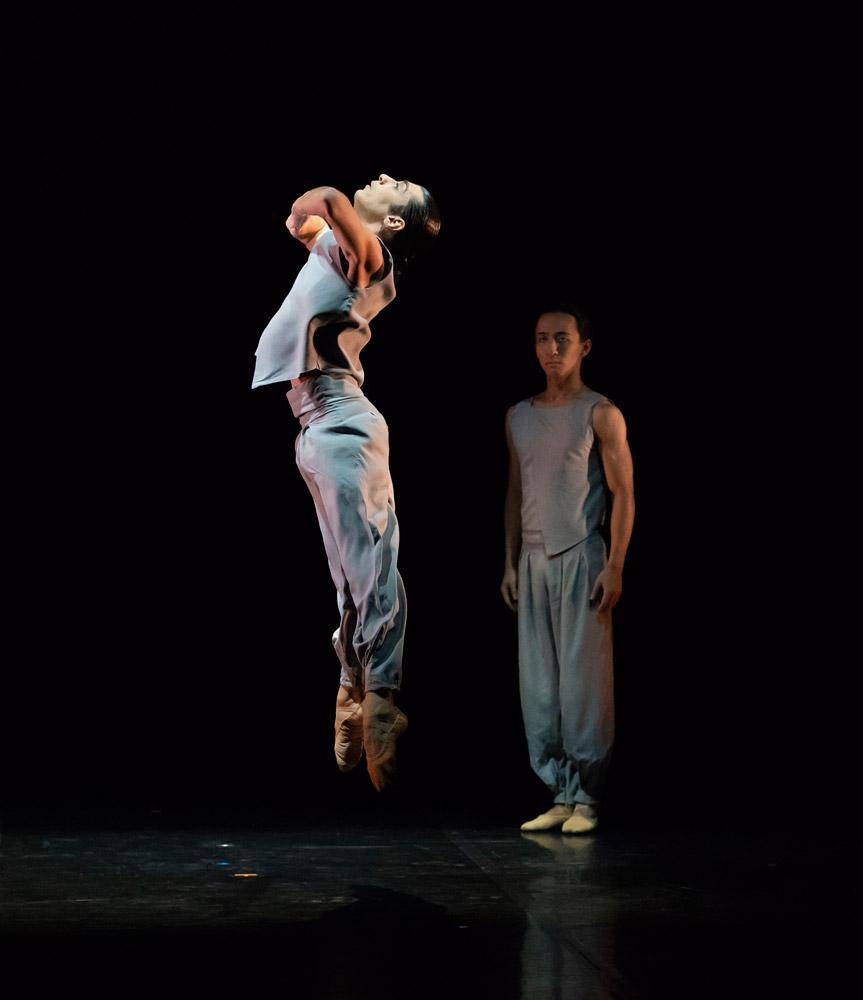 Filippo Di Vilio with Riku Ito in Mlindi Kulashe's <I>Mamela...</I>.<br />© Emma Kauldhar. (Click image for larger version)
