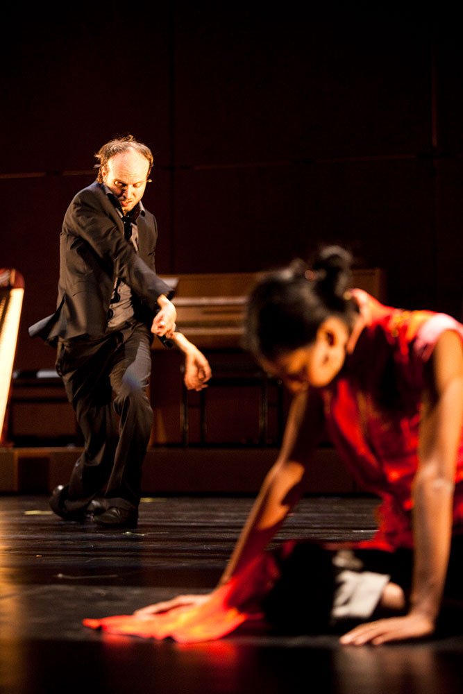 Sidi Larbi Cherkaoui and Shantala Shivalingappa in Play.© Koen Broos. (Click image for larger version)