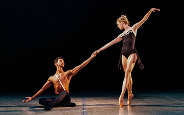 Lauren Post and José Sebastian in Zhongjing Fang's Seen by Two.© Rod Brayman. (Click image for larger version)