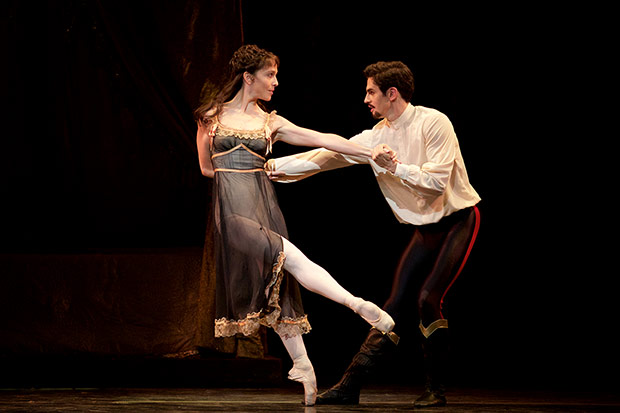 Federico Bonelli and Laura Morera in <I>Mayerling</I>.<br />© Alice Pennefather, courtesy the Royal Opera House. (Click image for larger version)