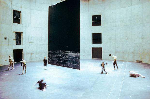 Sasha Waltz & Guests in <I>Körper</I>.<br />© Bernd Uhlig. (Click image for larger version)