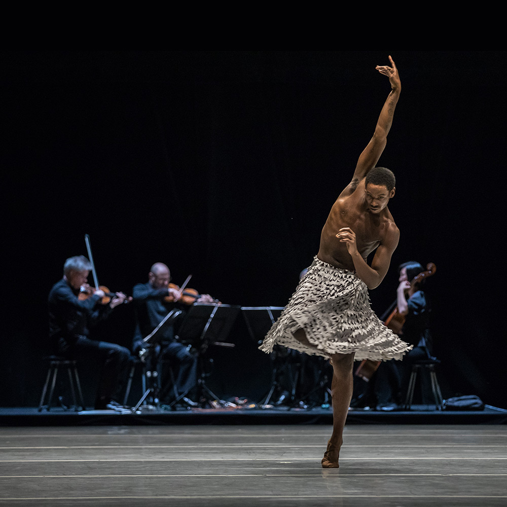 Alonzo King LINES Ballet in Common Ground.© Chris Hardy. (Click image for larger version)