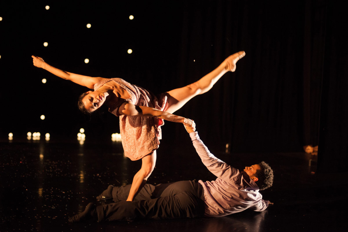 Sara Harton and Dane Hurst in Didy Veldman's The Knot.© Chris Nash. (Click image for larger version)