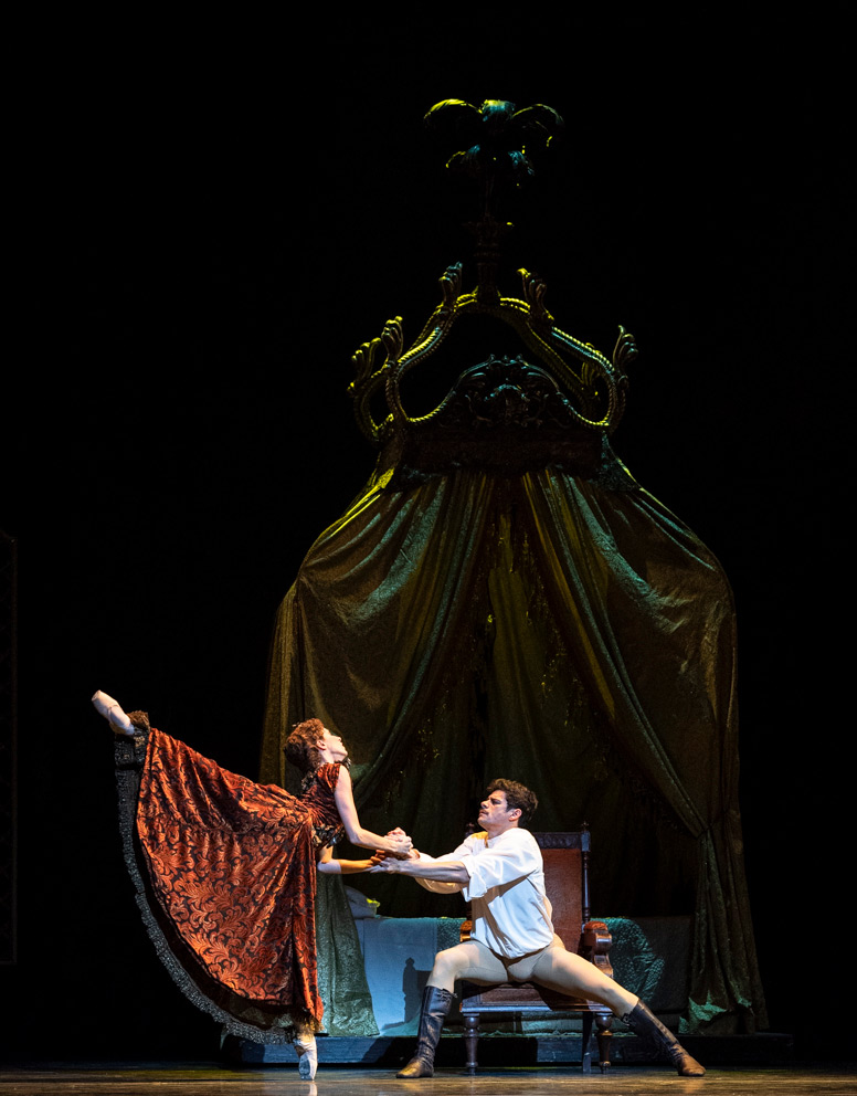 Thiago Soares and Itziar Mendizabal in <I>Mayerling</I>.<br />© Foteini Christofilopoulou, courtesy the Royal Opera House. (Click image for larger version)