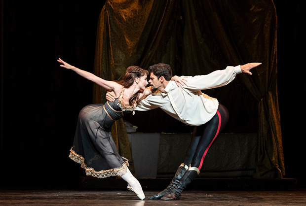 Thiago Soares and Lauren Cuthbertson in <I>Mayerling</I>.<br />© Foteini Christofilopoulou, courtesy the Royal Opera House. (Click image for larger version)
