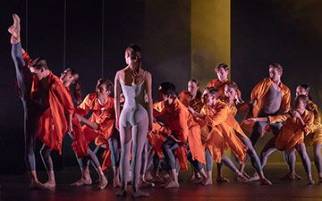 Delia Mathews and artists of Birmingham Royal Ballet in Ignite.© Andy Ross. (Click image for larger version)