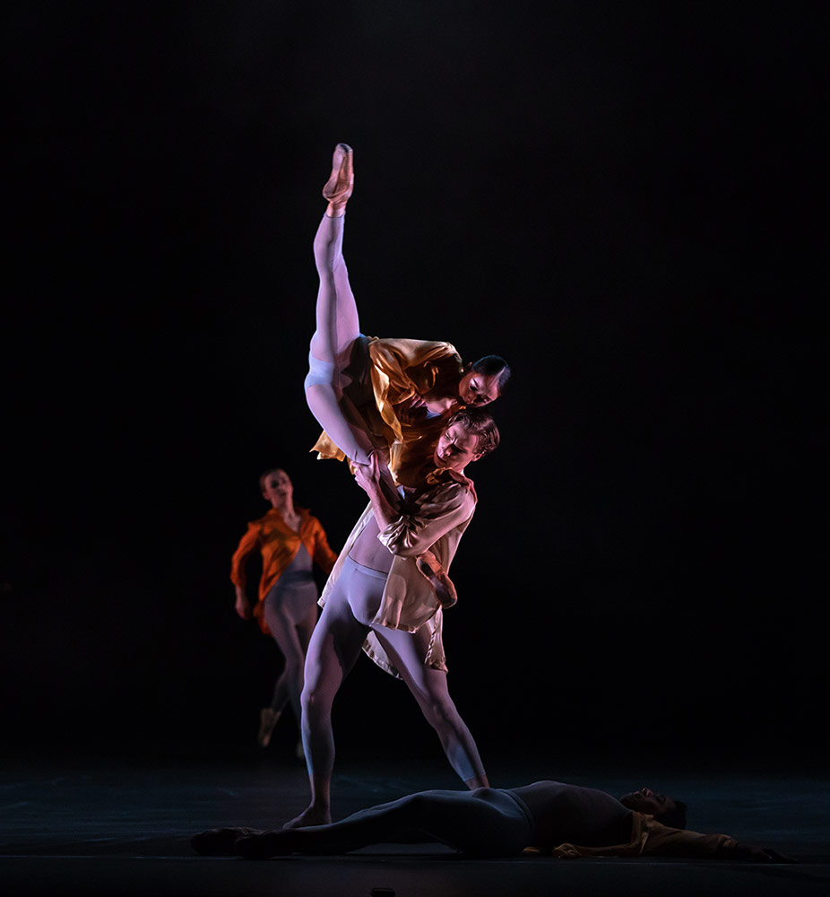 Miki Mizutani and Max Maslen as Ignition in Ignite.© Andy Ross. (Click image for larger version)
