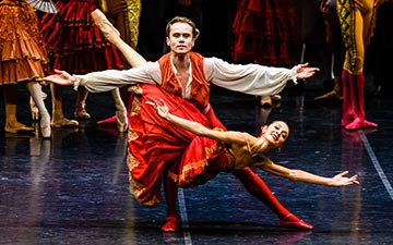 Nicoletta Manni and Leonid Sarafanov in Don Quixote.© Darren Thomas. (Click image for larger version)