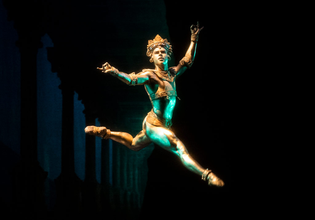 Alexander Campbell in La Bayadère.© Foteini Christofilopoulou, courtesy the Royal Opera House. (Click image for larger version)