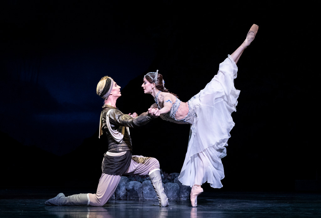 Marianela Nuñez and Vadim Muntagirov in La Bayadère.© Foteini Christofilopoulou, courtesy the Royal Opera House. (Click image for larger version)