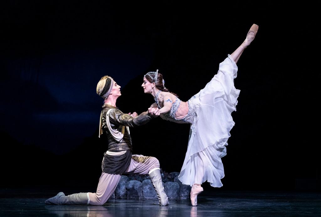 Marianela Nuñez and Vadim Muntagirov in La Bayadère.© Foteini Christofilopoulou, courtesy the Royal Opera House. (Click image for larger version)