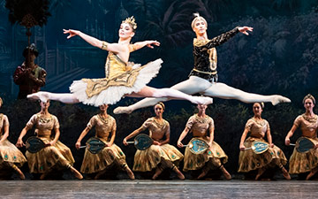 Natalia Osipova and Vadim Muntagirov in La Bayadère.© Foteini Christofilopoulou, courtesy the Royal Opera House. (Click image for larger version)