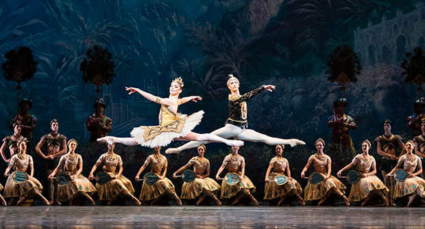Natalia Osipova and Vadim Muntagirov in <I>La Bayadère</I>.<br />© Foteini Christofilopoulou, courtesy the Royal Opera House. (Click image for larger version)