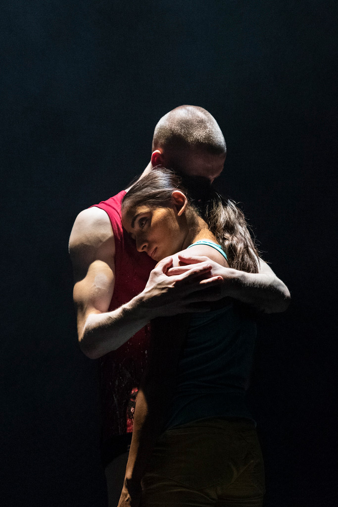 Aishwarya Raut and Connor Kerrigan in E2 7SD by Rafael Bonachela.© Foteini Christofilopoulou. (Click image for larger version)