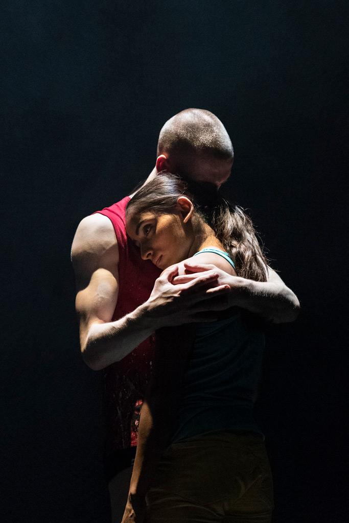 Aishwarya Raut and Conor Kerrigan in <I>E2 7SD</I> by Rafael Bonachela.<br />© Foteini Christofilopoulou. (Click image for larger version)