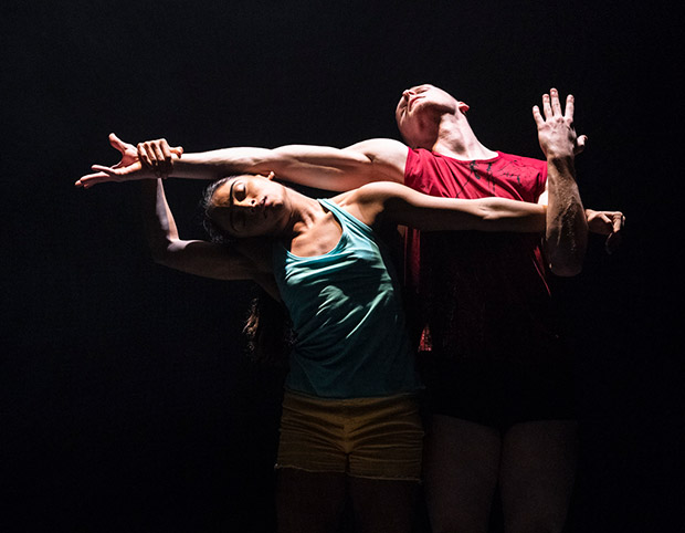 Aishwarya Raut and Conor Kerrigan in <I>E2 7SD</I> by Rafael Bonachela.<br />© Foteini Christofilopoulou. (Click image for larger version)