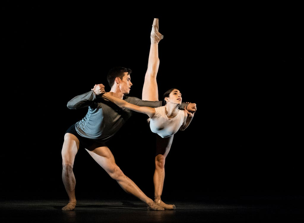 Yasmine Naghdi and Calvin Richardson in <I>Infra</I>.<br />© Foteini Christofilopoulou, courtesy the Royal Opera House. (Click image for larger version)