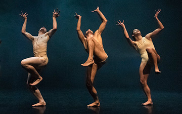Meshach Henry, Imogen Alvares, Conor Kerrigan, Antonello Sangirardi and Darlyn Perez in Killer Pig by Sharon Eyal & Gai Behar.© Foteini Christofilopoulou. (Click image for larger version)