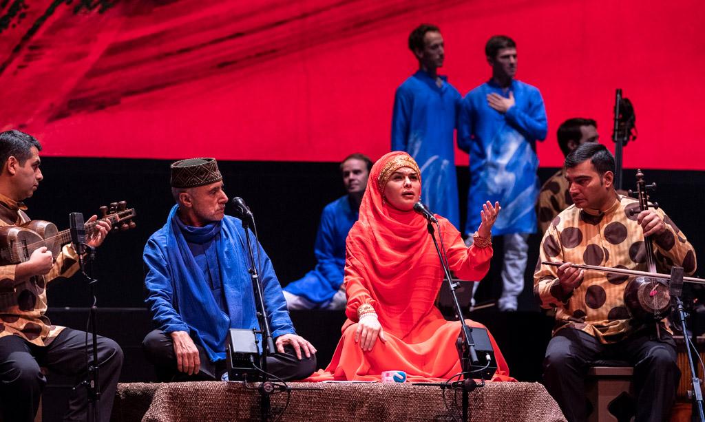 The singers Alim Qasimov and Fargana Qasimova in Layla and Majnun.© Foteini Christofilopoulou. (Click image for larger version)