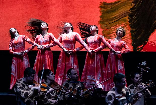 Mark Morris Dance Group / Silkroad Ensemble: <i>Layla and Majnun</i>.<br />© Foteini Christofilopoulou. (Click image for larger version)