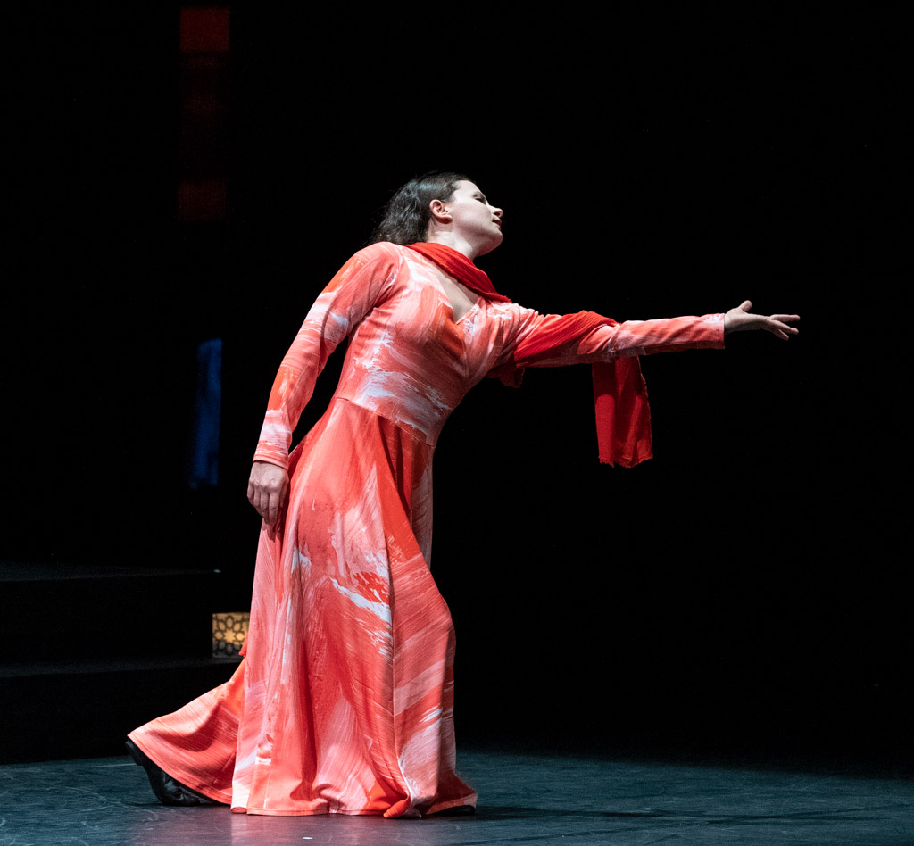 Nicole Sabella in Layla and Majnun.© Foteini Christofilopoulou. (Click image for larger version)