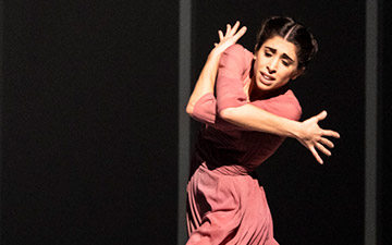 Yasmine Naghdi in The Unknown Soldier.© Foteini Christofilopoulou, courtesy the Royal Opera House. (Click image for larger version)