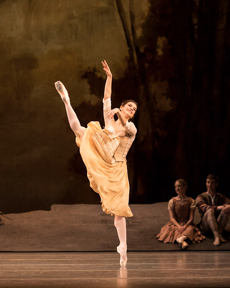 Mayara Magri in the <I>Giselle</I> Pas de Six.<br />© Helen Maybanks, courtesy the Royal Opera House. (Click image for larger version)