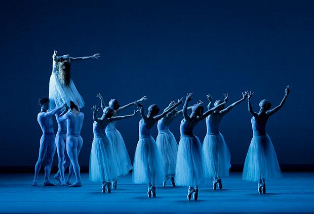 Miami City Ballet in <I>Serenade</I>.<br />© Paul Kolnik. (Click image for larger version)