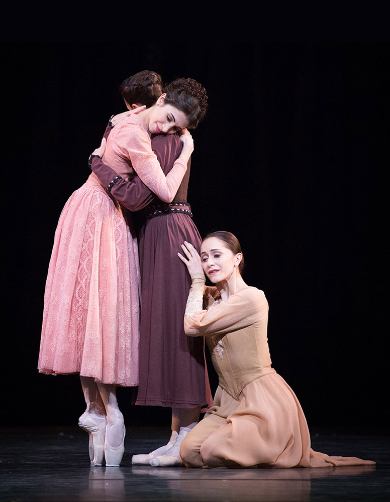 Yasmine Naghdi, Itziar Mendizabal and Marianela Nuñez in <I>Winter Dreams</I>.<br />© Alice Pennefather, courtesy the Royal Opera House. (Click image for larger version)