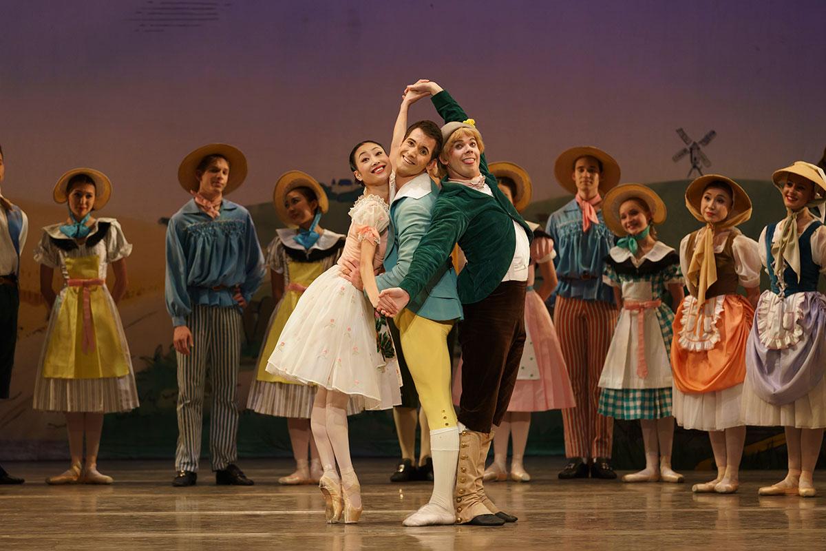 Birmingham Royal Ballet in La fille mal gardée, here with Momoko Hirata as Lise, James Barton as Alain and Mathias Dingman as Colas.© Bill Cooper. (Click image for larger version)