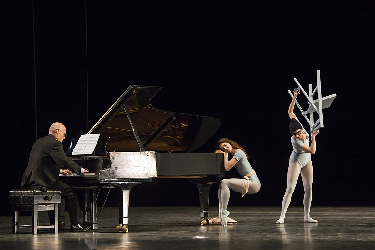 <I>The Concert</I>: Robert Clark as the pianist, Lauren Cuthbertson as The Ballerina and Kristen McNally as the Angry Lady.<br />© Bill Cooper, courtesy the Royal Opera House. (Click image for larger version)