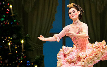 San Francisco Ballet in Tomasson's Nutcracker.© Erik Tomasson. (Click image for larger version)