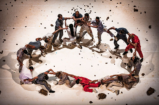 GöteborgsOperans Danskompani, Sidi Larbi Cherkaoui & Antony Gormley's <I>Icon</I>.<br />© Mats Backer. (Click image for larger version)