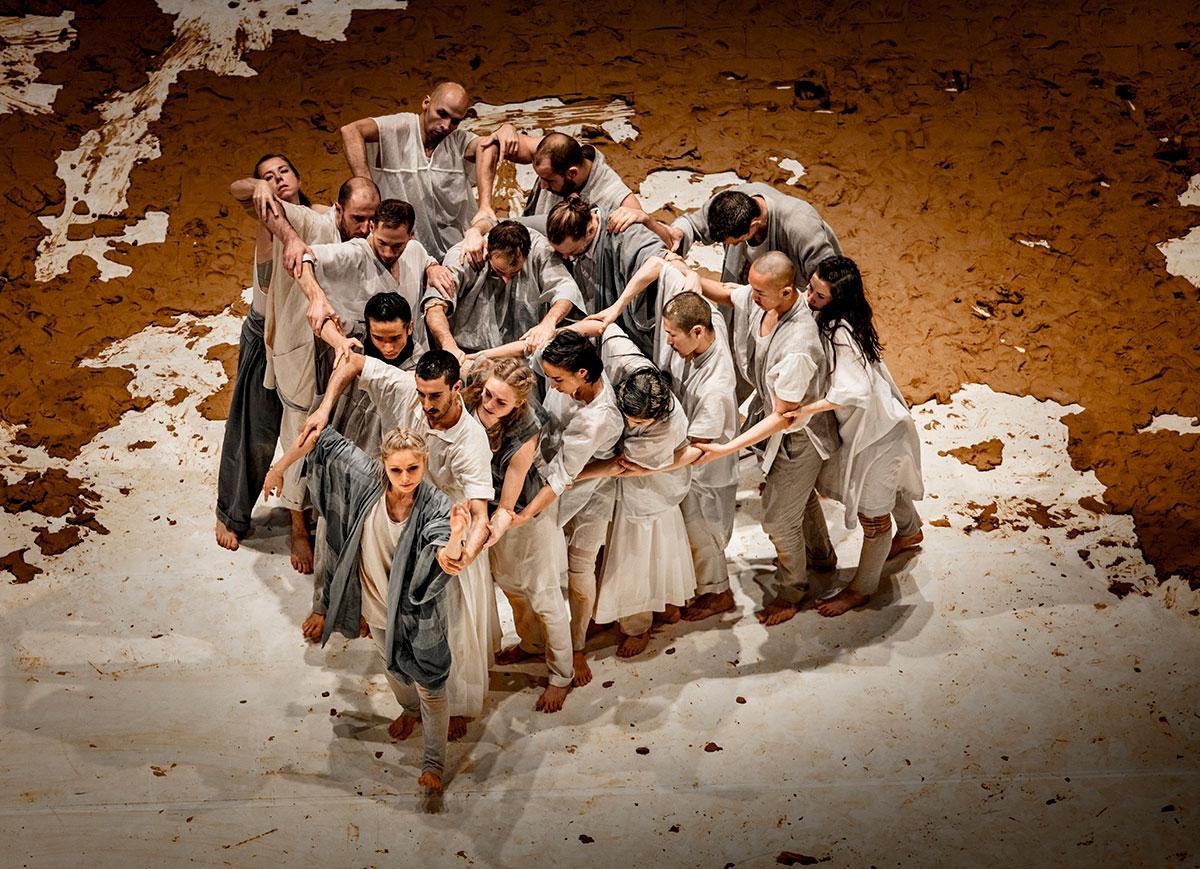 GöteborgsOperans Danskompani, Sidi Larbi Cherkaoui & Antony Gormley's Icon.© Mats Backer. (Click image for larger version)