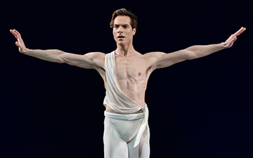 Gonzalo Garcia in Apollo.© Paul Kolnik. (Click image for larger version)