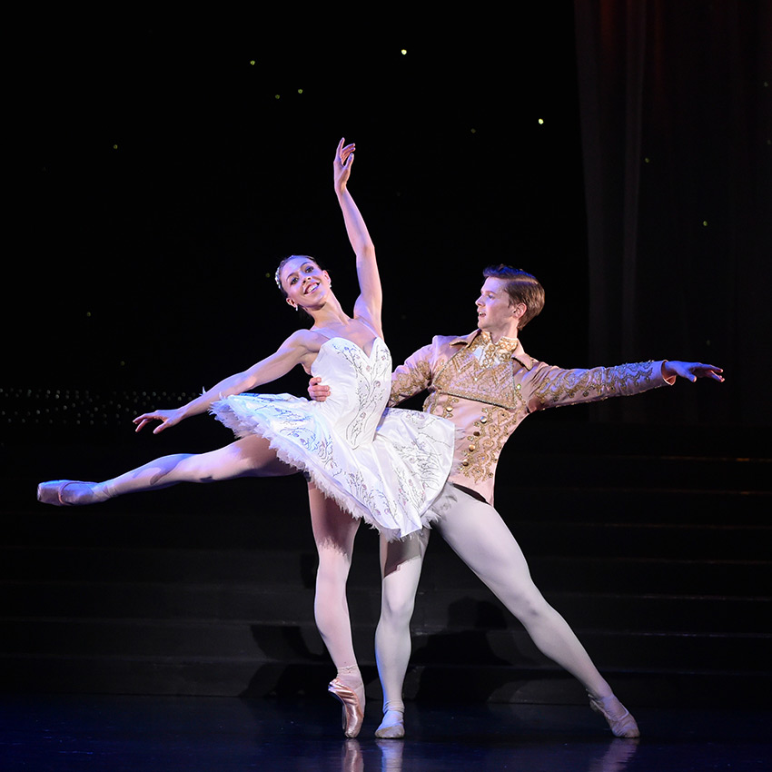 Constance Devernay and Andrew Peasgood in Cinderella.© Rimbaud Patron. (Click image for larger version)